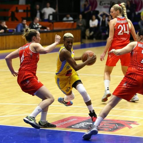 Danielle ROBINSON (USK Prague) vs. Rivas Ecopolis_uskbasket.cz