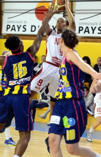 Ligue 2_2013-2014_Shenita LANDRY (Aix)_lattesmontpellier-basket.com