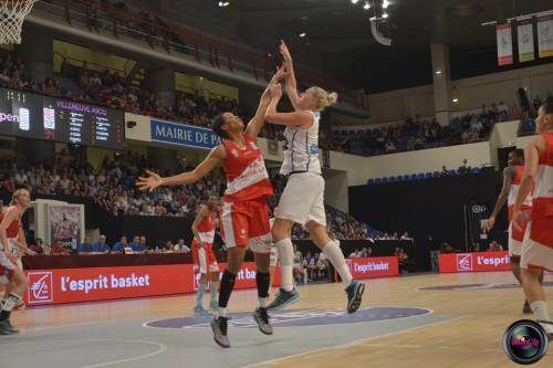 LFB_2014-2015_Marielle AMANT (Villeneuve d'Ascq) & Kamila STEPANOVA (Basket Landes)_Laury MAHE