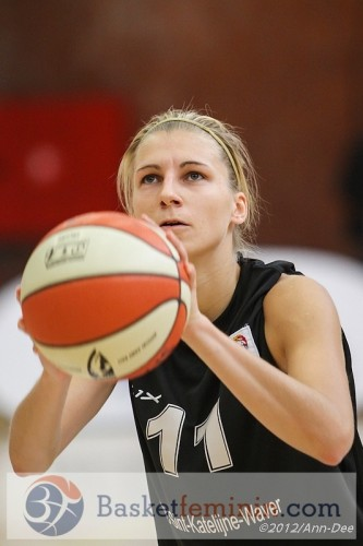 Belgique_2012-2013_Sara LEEMANS (Ste Catherine-Wavre)_Ann-Dee LAMOUR_basketfeminin.com