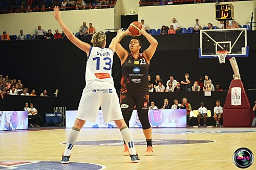 LFB_2014-2015_Danielle ADAMS (Bourges) vs  Montpellier_Laury MAHE