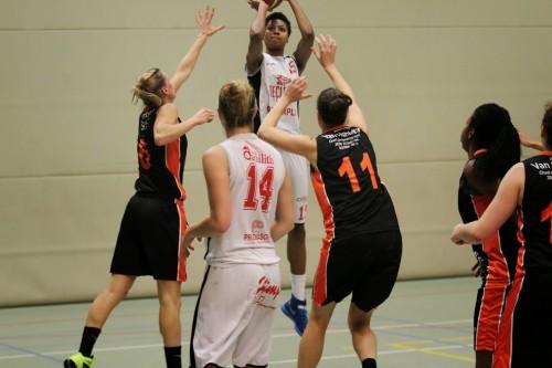 Belgique_2014-2015_Alyssa BENNETT (Waregem) vs. Willeboek_Eddy LIPPENS