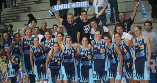Italie_2014-2015_équipe & supporters Umbertide_legabasketfemminile.com