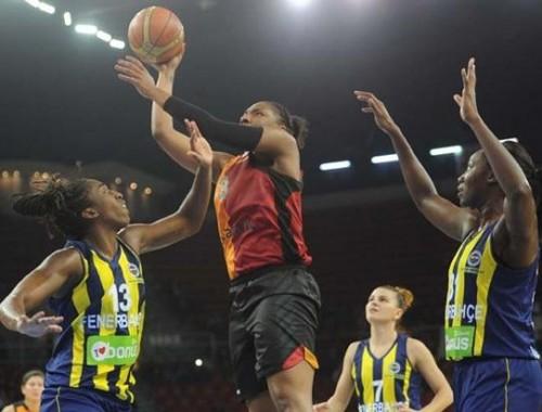 Turquie_2014-2015_Kelsey BONE (Galatasaray) vs. Fenerbahçe_basketfaul.com