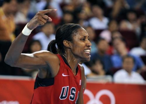 USA's Lisa Leslie celebrates after the w