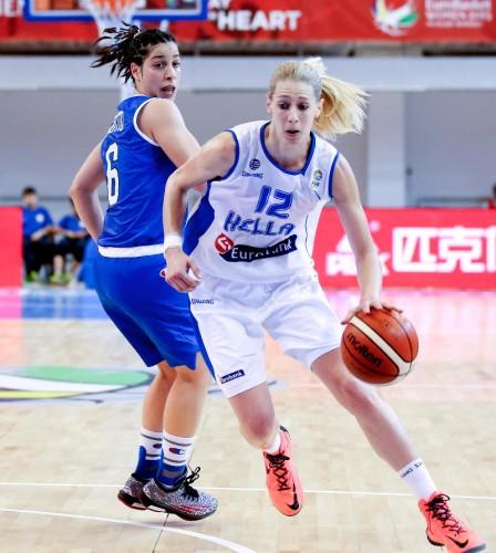 Euro 2015_Aikaterina SOTIRIOU (Grèce) vs. Italie_FIBA-CIAMILO-CASTORIA_CASTORIA