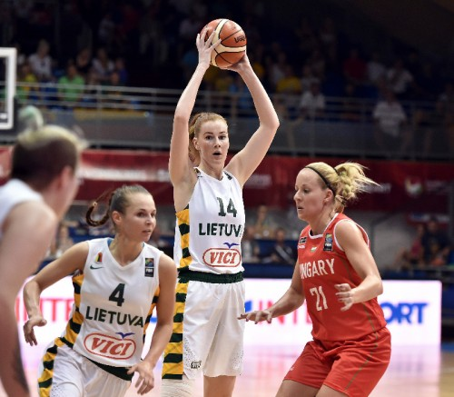 Euro 2015_Egle SIKSNIUTE (Lituanie) vs. Hongrie_FIBA_CIAMILLO-CASTORIA_REBAY
