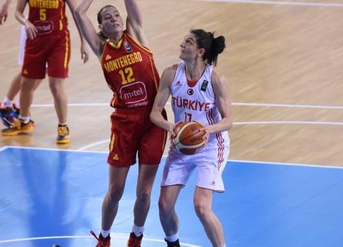 Euro 2015_Nevriye YILMAZ (Turquie) vs. Monténégro_FIBA_CIAMILLO-CASTORIA_BELLENGER