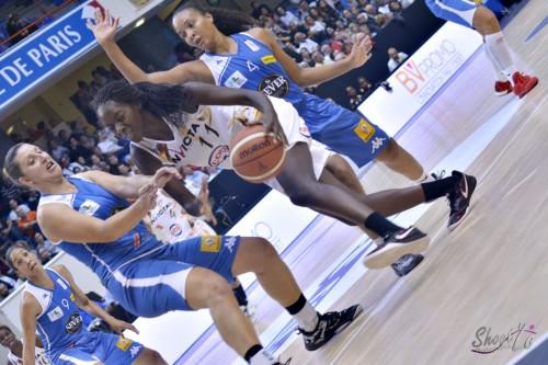 LFB_2015-2016_Maud MEDENOU (Charleville-Mézières) 1 vs. Basket Landes_Laury MAHE