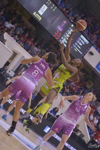 LFB_2015-2016_Pauline AKONGA (Hainaut Basket) 1 vs. Angers_Laury MAHE