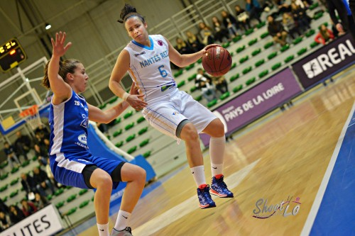 Eurocoupe_2015-2016_Shona THORBURN (Nantes-Rezé) vs. Wasserburg_Laury MAHE