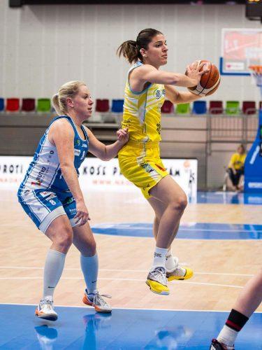 Rép. Tchèque_2015-2016_Marta XARGAY (USK Prague) vs. Trutnov_uskbasket.cz