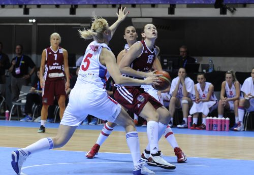 Euro 2013_Aija BRUMERMANE (Lettonie) vs. Serbie_FIBA_Hervé BELLENGER