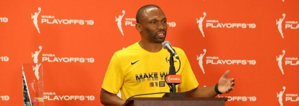 WNBA : James WADE rempile sur le banc de Chicago !